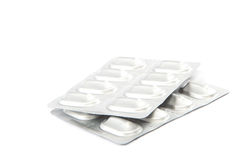 Pillen in den Blisterpackungen auf weißem Hintergrund Lizenzfreies Stockfoto