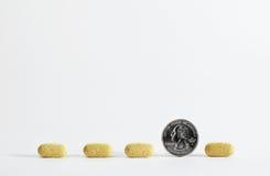 Pillen in der Zeile Stockbild