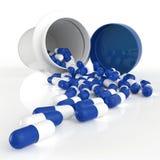 Pillen, die aus Pilleflasche heraus verschüttet werden stock abbildung