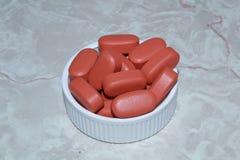 Pillen in een deksel royalty-vrije stock foto's