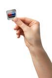 Pillen in een hand op witte achtergrond wordt geïsoleerd die geneeskunde Stock Afbeelding