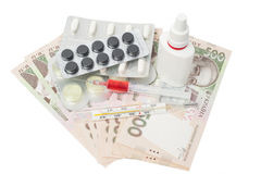 Pillen in einer Blisterpackung, Thermometer, syringewith Rotflüssigkeit Lizenzfreie Stockfotos