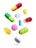 Pillen getrennt auf Weiß Lizenzfreies Stockbild