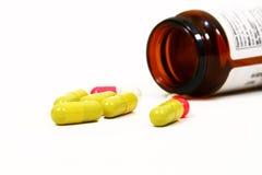 Pillen getrennt auf weißem Hintergrund Lizenzfreies Stockbild