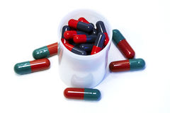 Pillen im Behälter Stockfoto