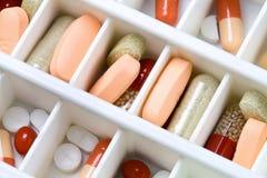 Pillen im Kasten stockfotos