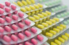 Pillen im Streifen Stockbilder