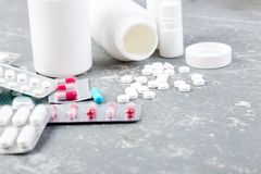 Pillen Medizin-Pillen in der Blisterpackung Tabletten und Flasche Stockbilder