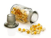 Pillen met levertraan Stock Afbeelding