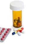 Pillen mit Kasten Pillen und serynge Lizenzfreies Stockfoto