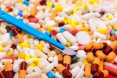 Pillen oder Operation lizenzfreie stockfotos