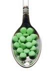 Pillen op een lepel stock foto