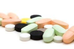 Pillen op witte achtergrond Royalty-vrije Stock Foto's