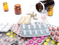 Pillen, Tabletten und Kapseln in den Blisterpackungen und in den Flaschen Stockbilder