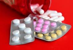 Pillen und eine anderen Drogen für illegale Dopingsmanipulationen Apothekenantibiotikum und -antidepressivum Stockbild