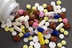 Pillen und Tablettenfläschchen Lizenzfreie Stockfotos