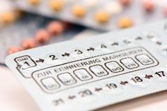 Pillen zur Geburtenkontrolle und der Verhinderung lizenzfreies stockfoto