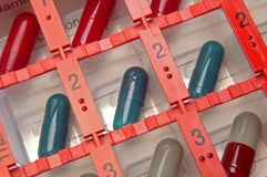 Pillendoosje met pillen Stock Fotografie