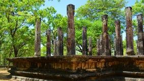 Pillers de pedra da construção antiga em Polonnaruwa, Sri Lanka Fotos de Stock Royalty Free