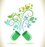 Pillola aperta di colore verde con la foglia Fotografie Stock Libere da Diritti