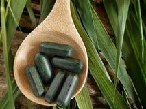 Pillola della clorofilla fotografia stock libera da diritti