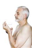Pillola della presa del ritratto dell'uomo senior Fotografie Stock Libere da Diritti