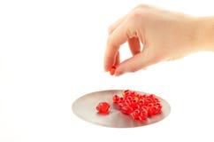 Pillola della vitamina in una mano Fotografie Stock Libere da Diritti