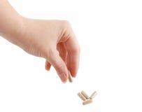 Pillola femminile della holding della mano Immagini Stock Libere da Diritti