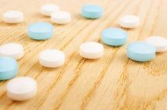 Pillole bianche e blu Fotografia Stock Libera da Diritti