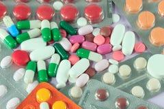 Pillole & capsule della medicina Immagine Stock