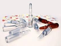 Pillole, capsule e fiale su fondo grigio chiaro C medica Fotografia Stock