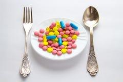 Pillole colorate su una tavola Immagini Stock Libere da Diritti
