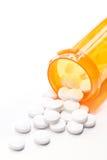 Pillole con la bottiglia su bianco Fotografia Stock Libera da Diritti
