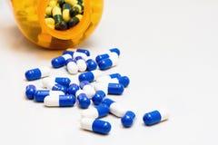 Pillole da una bottiglia Fotografia Stock