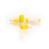 Pillole della capsula su priorità bassa bianca Immagine Stock Libera da Diritti