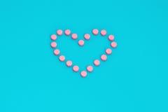 Pillole dentellare nella figura del cuore Fotografie Stock Libere da Diritti