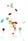 Pillole di caduta della medicina Fotografia Stock