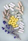 Pillole di erbe di supplemento immagine stock