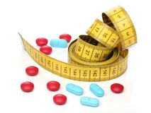 Pillole di misurazione della medicina e del nastro. Immagine Stock