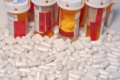 Pillole di prescrizione e bottiglie di pillola Fotografia Stock Libera da Diritti
