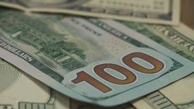 Pillole, droghe, cocaina, siringa sulle banconote del dollaro video d archivio