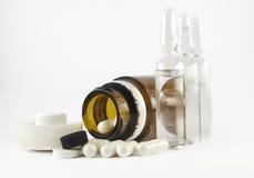Pillole e ampulas Fotografia Stock Libera da Diritti