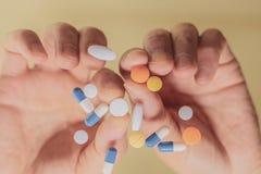 Pillole e capsule mediche immagini stock libere da diritti