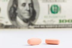 Pillole e dollari Fotografia Stock Libera da Diritti