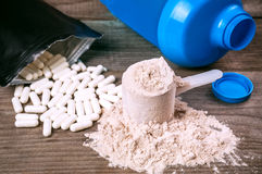 Pillole e proteina di Bcaa fotografia stock libera da diritti
