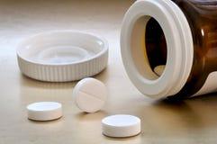 Pillole e una bottiglia Fotografia Stock Libera da Diritti