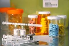 Pillole ed aghi Immagine Stock