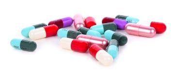 Pillole isolate su priorità bassa bianca fotografie stock