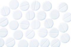 Pillole mediche degli isolati a forma di rotondi su bianco Immagini Stock Libere da Diritti