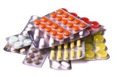 Pillole mediche su priorità bassa bianca Fotografia Stock Libera da Diritti
